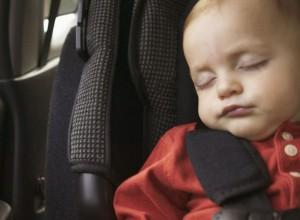 Κάθισμα αυτοκινήτου: Μπορεί το βρέφος να κοιμηθεί με ασφάλεια;