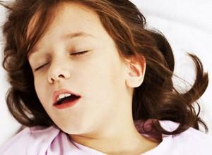 Είναι ανησυχητικό να ροχαλίζει το παιδί;