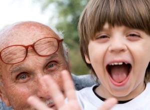 Γιατί οι παππούδες «κακομαθαίνουν» τα εγγόνια;