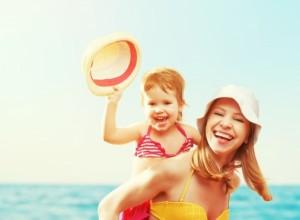 5 συμβουλές για ανέμελες στιγμές στην παραλία με τα παιδιά