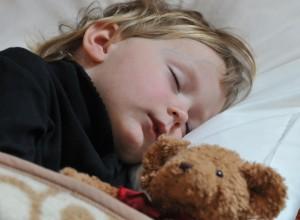 «Ο τετράχρονος γιος μου θέλει να κοιμόμαστε μαζί του»